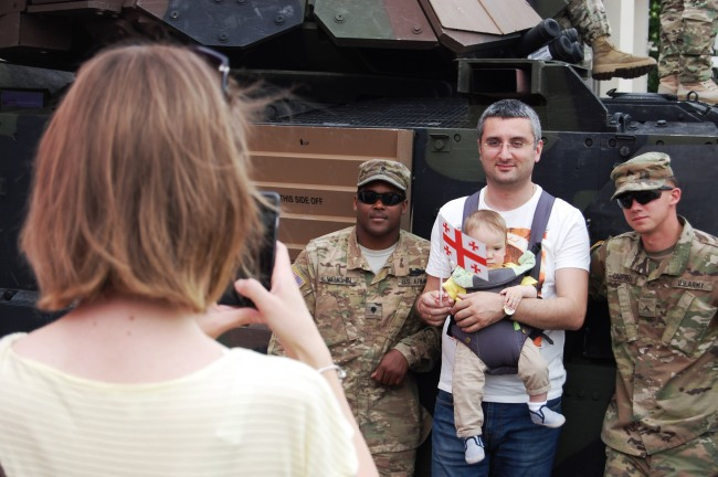 Nevertheless many visitors took pictures with the military staff, especially with US soldiers who participated in a manoeuvre few days ago.