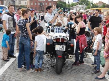Also the police presented themselves and kids could sit in a police car or ride on a police motorbike.